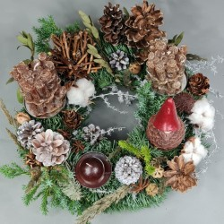 Advent wreath with cones