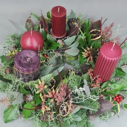Advent wreath in green and red