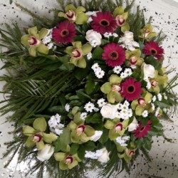 Memorial wreath with green,...