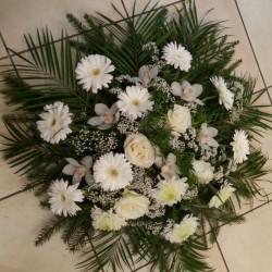 Memorial wreath in white