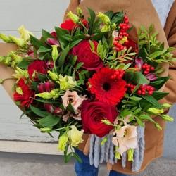 Красный романтический букет...