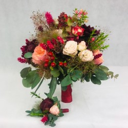 Bridal bouquet in red tones