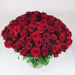 Sarkans rožu pušķis