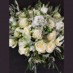 Mixture of white roses