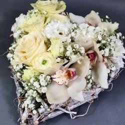 Сердце из белых цветов