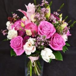 Pušķis ar rozā rozēm