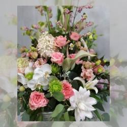 Богатая цветочная корзина
